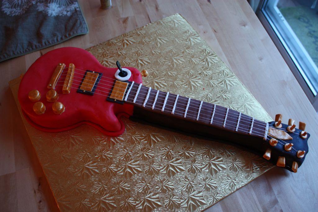 guitar_cake